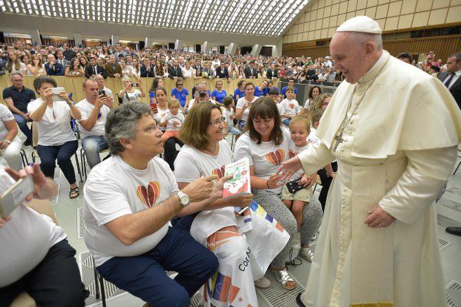 La asociación de cardiopatías Congénitas Cor Barcelona visita al Papa Francisco